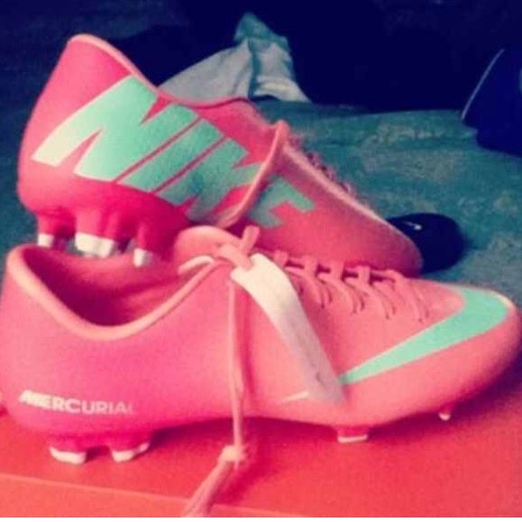 soccer cleats for girls nike