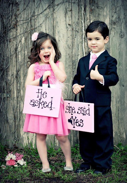 Cute baby girl and boy couple pic