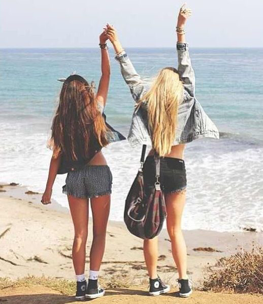 91856b75 beach, blonde and brunette, brandy melville, fashion, hair, sea, sun