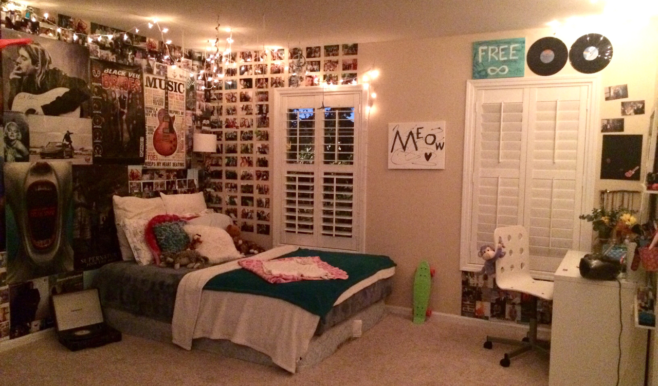 bedroom, cool, lights, penny board, posters, pretty, records ...