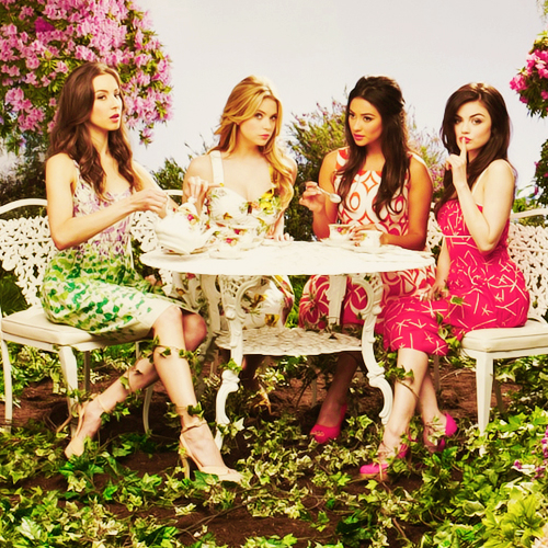 Spencer Emily Hanna And Aria Pretty Little Liars Season 2 Finale