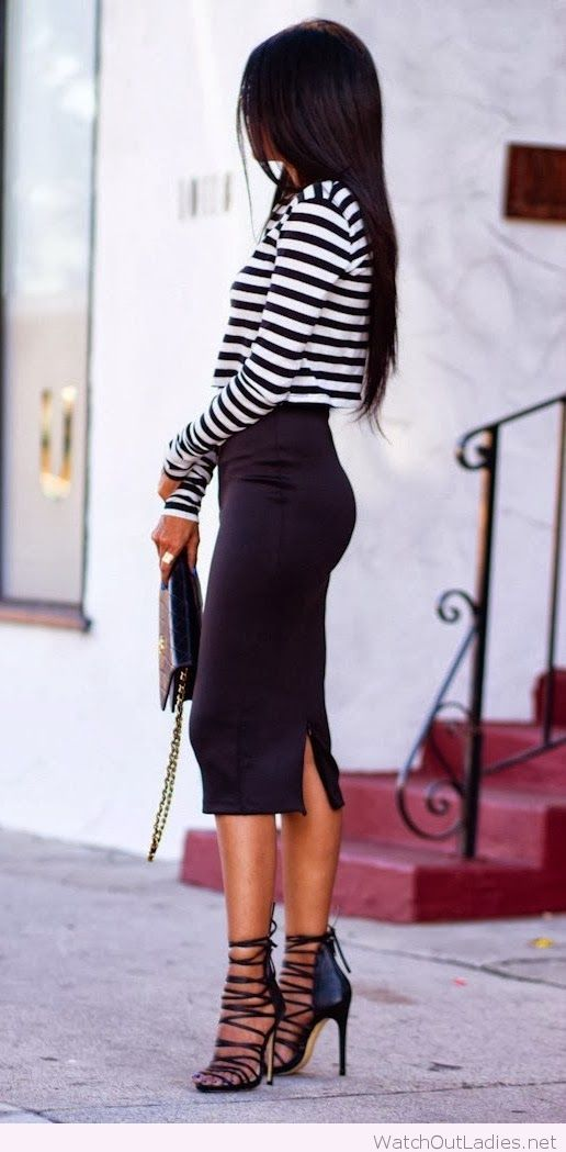 Stripes sleeve sweater shirt and black skirt