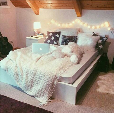Cozy cute decor fall room image 3656426 by ksenia l for Pretty rooms pinterest