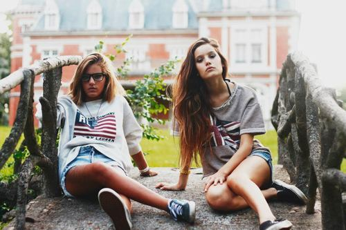 blonde, brunette, cute, fashion, friends, girl, girls, lovely, photography, pretty, uk, usa, vintage