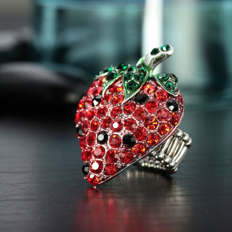 coc  ktail strawberry ring, crystal strawberry ring, cute and fruit jewelry