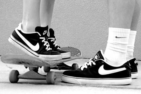 awesome, b&w, back and white, black and white, boy, boyfriend, clothes, cool, couple, couples, cute, efe skill, girl, girl boy, love, nice, nike, photo, photography, pic, picture, sk8, skate, skateboard, skater, skaters, skt, style, swag, tumblr