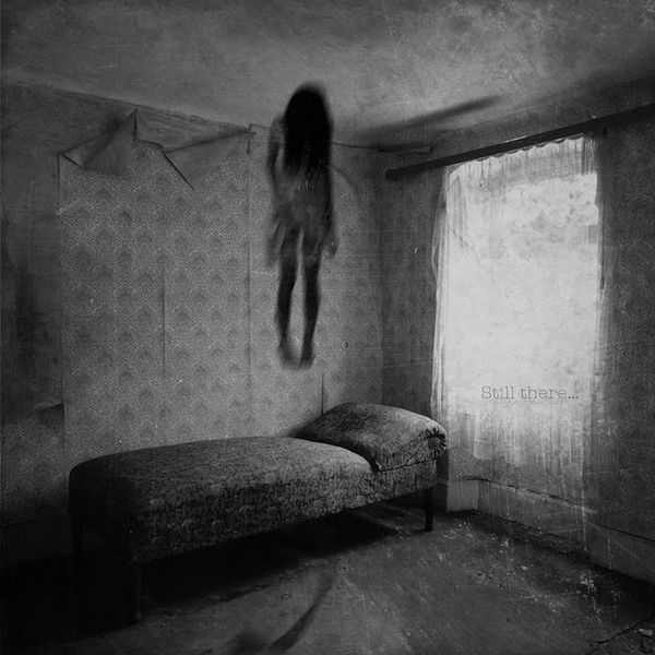 Black and white dark girl photography image 586954 for Chambre 13 paranormal